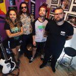 Camarones Orquestra Guitarrística anuncia pré-venda do novo álbum