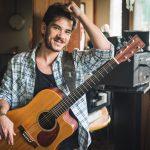 """Cantor Mayam divulga novo clipe para versão ao vivo de """"Sua Guarda"""""""