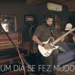 """Playmobille apresenta """"Um Dia Se Fez Mudo"""" ao vivo em estúdio"""