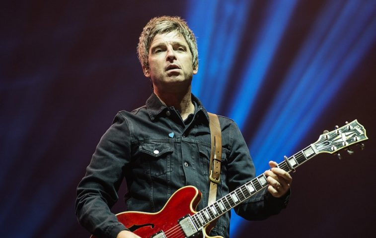 "Assista ao clipe de ""She Taught Me How to Fly"", do Noel Gallagher's High Flying Birds"