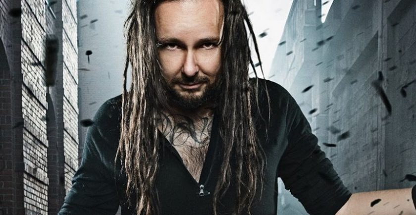 "Jonathan Davis, vocalista do Korn, divulga clipe de ""Everyone"""